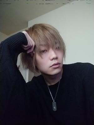 RYOSUKE(リョースケ) 悩み中