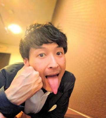 KONOSUKE(コウノスケ) 舌長い?