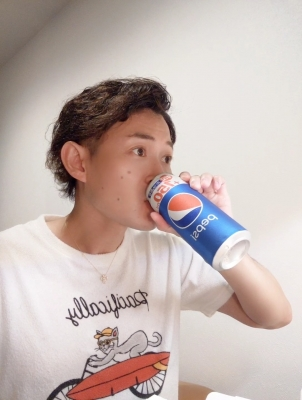 KONOSUKE(コウノスケ) ピザにはコーラ♪