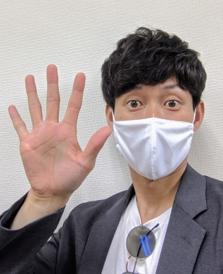 KONOSUKE(コウノスケ) 手が大きい?